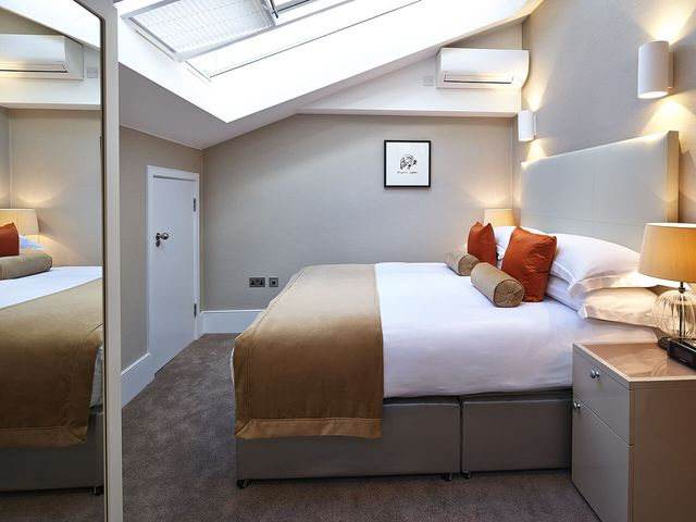 15 Cheval Place,London,3 Bedrooms Bedrooms,2 BathroomsBathrooms,Apartment,Cheval Place,1049
